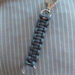 Kulcsatrtó karikával és karabínerrel